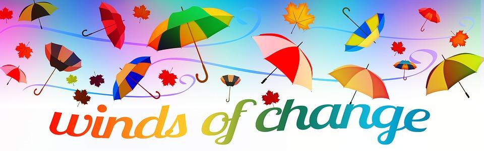 Fliegende Regenschirme