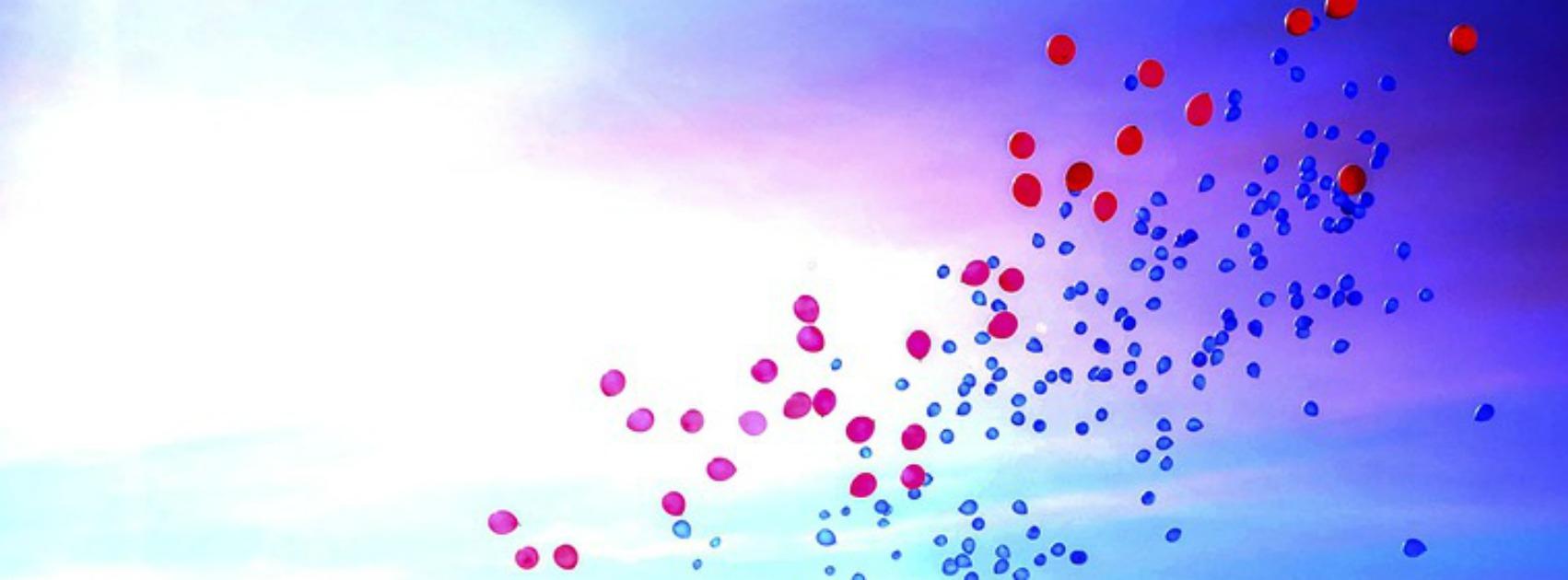 rote Luftballon am Himmel